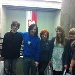 Wyróżnieni uczestnicy/uczestnicy projektu z szefową projektu w Sejmie